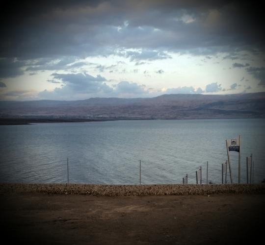 Dødehavet, observert frå land der, altså.